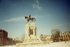 Robert E. Lee statue on Monument Ave, January 2003