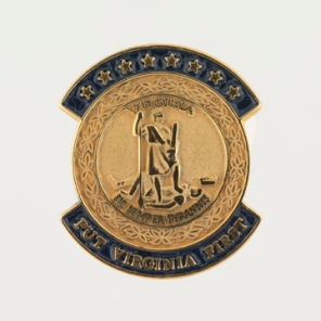 Lapel pin with the Virginia State Seal (Virginia Historical Society, Accession number: 2014.79.11)