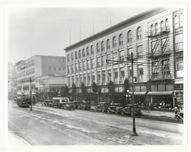 An early photograph showing Miller & Rhoads decorated for Christmas (Virginia Historical Society, 2002.266.45)
